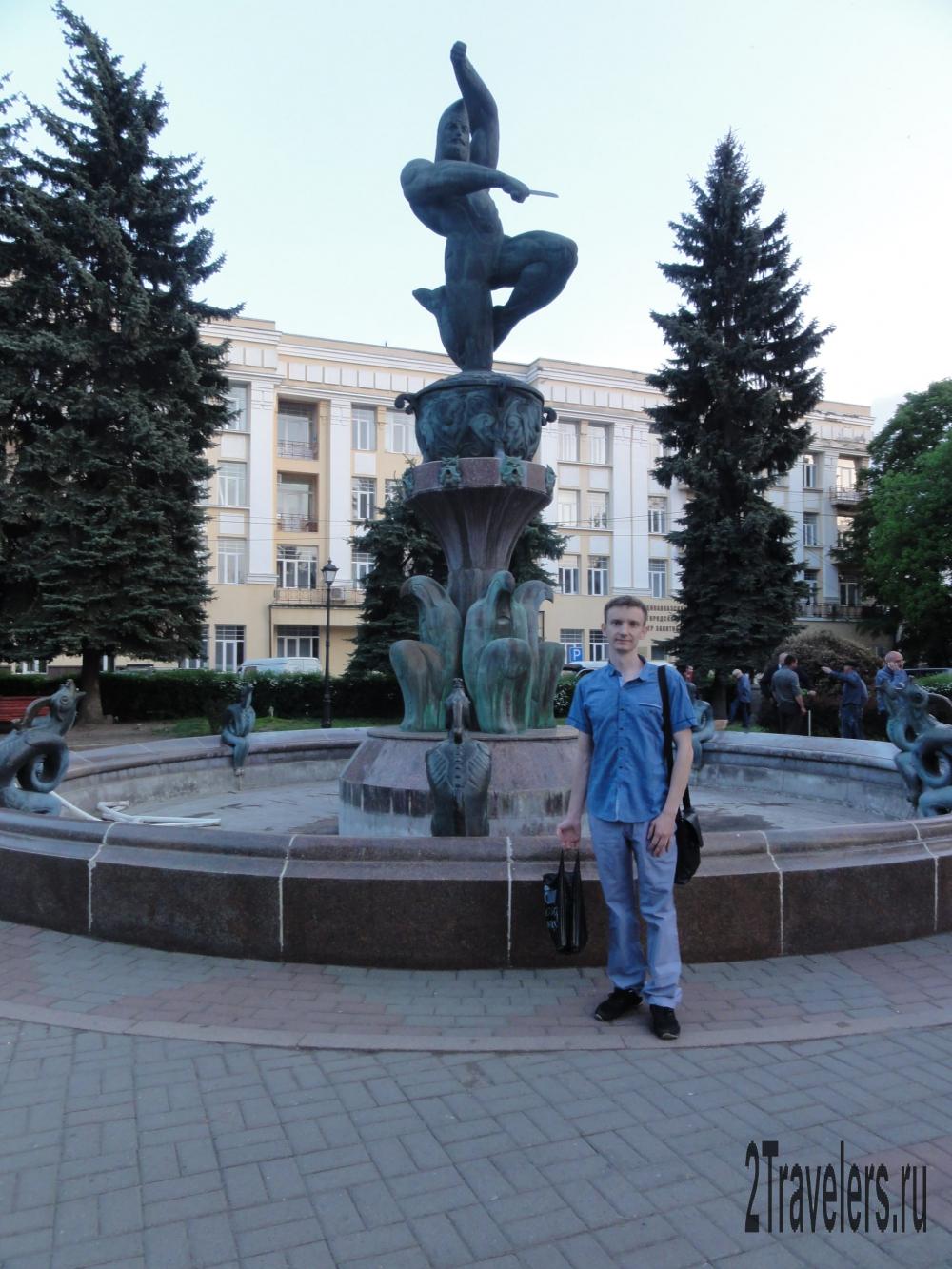 Фонтан Нарт Сослан на площади Ленина
